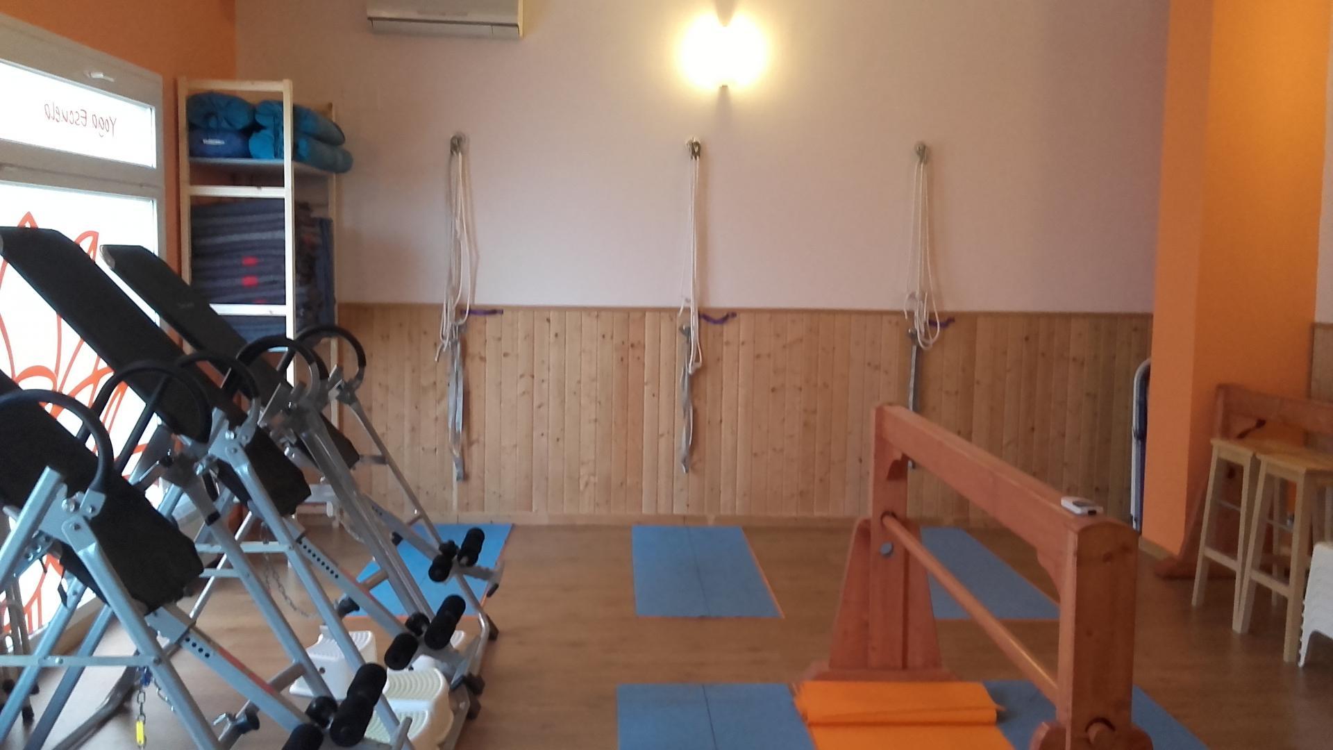 escuela de yoga: